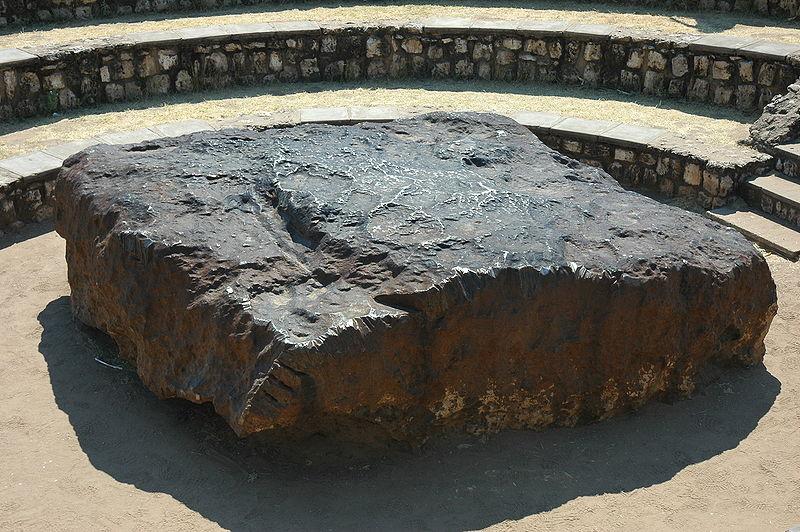800px-Namibie_Hoba_Meteorite_05