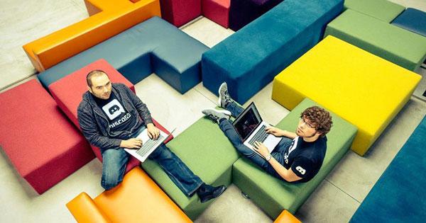 Stanislav Vishnevskiy (คนซ้าย) และ Jason Citron
