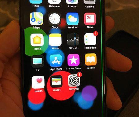 iPhone X เส้นสีเขียว